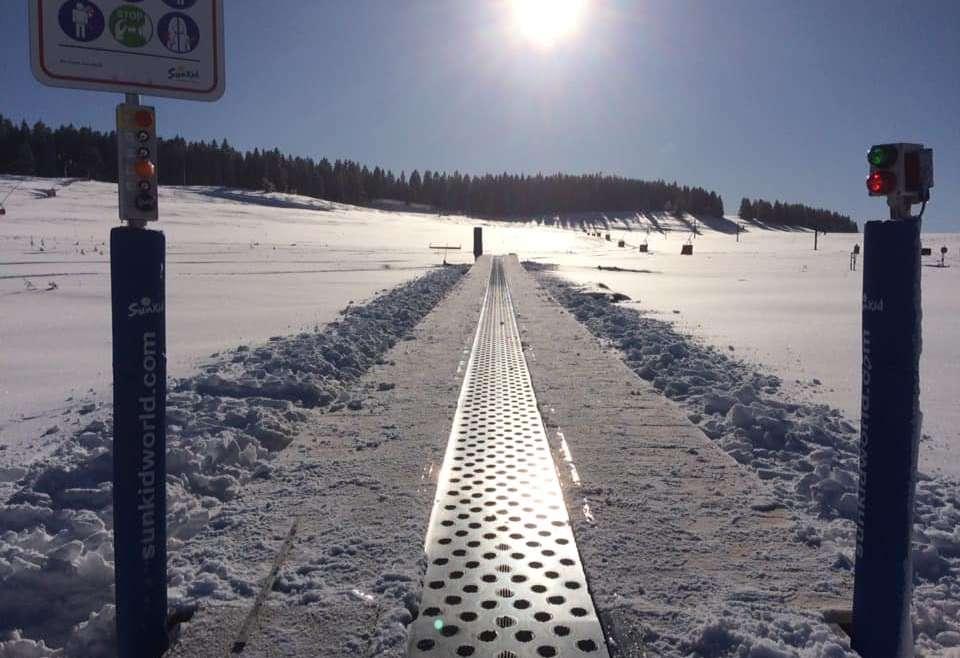 Nouveau tapis roulant sur les pistes de ski